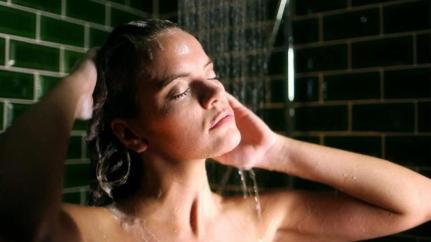 Gift in Shampoo (© Bild: SWR)