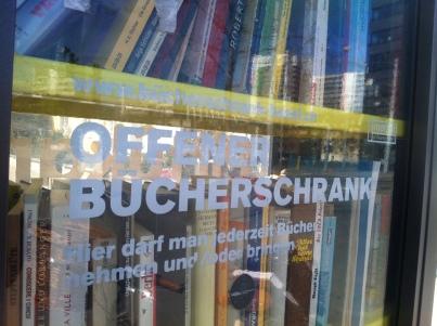 Offener Bücherschrank am Voltaplatz