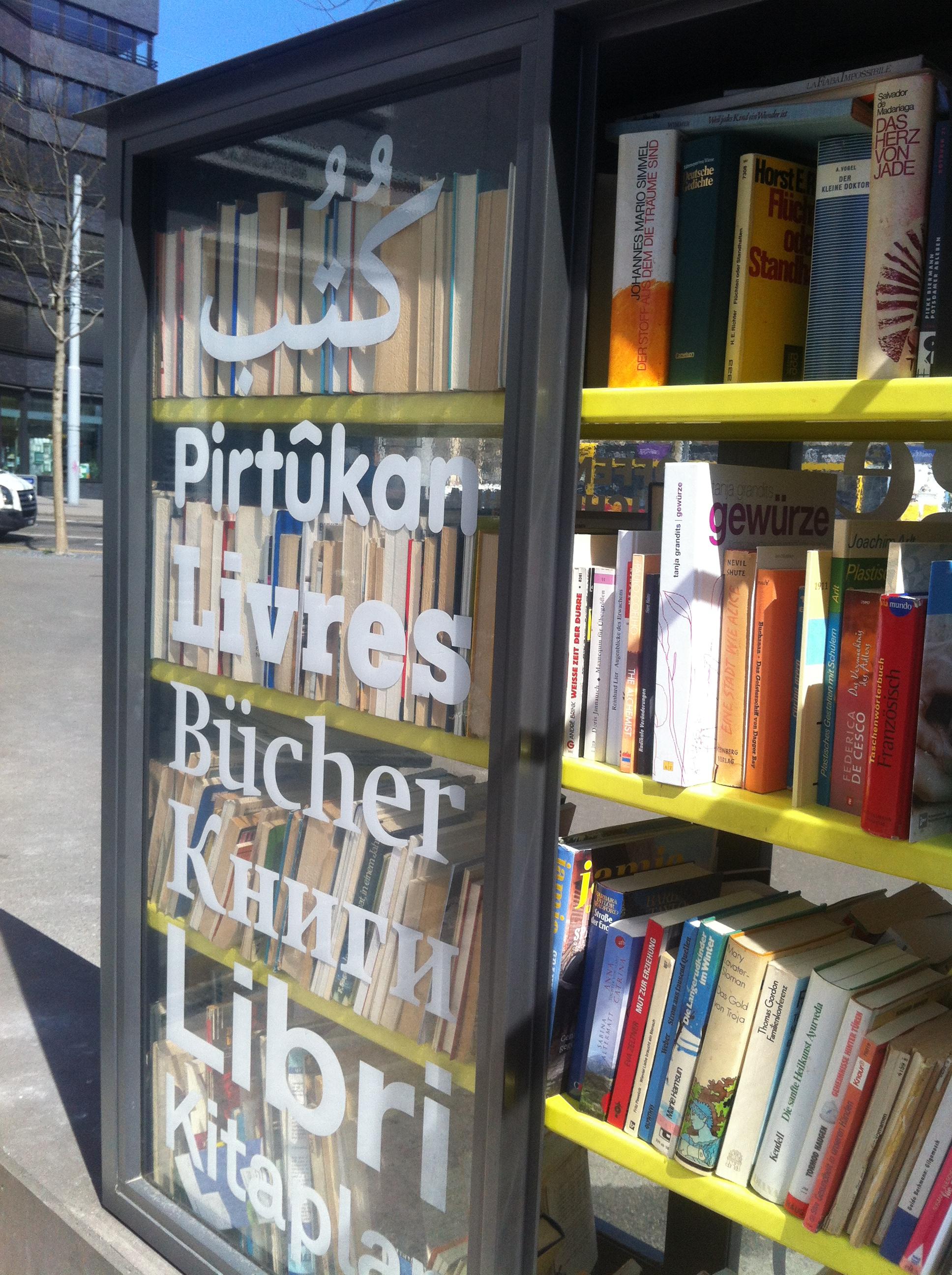 Offener Bücherschrank in Basel